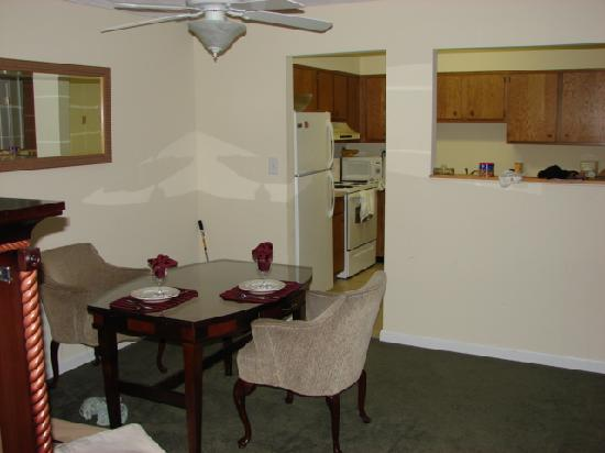 Tanglewood Golf Course and Condos: Dining area