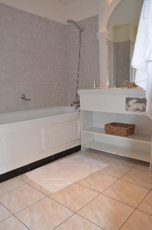 Château Golf des Sept Tours: Salle de bain