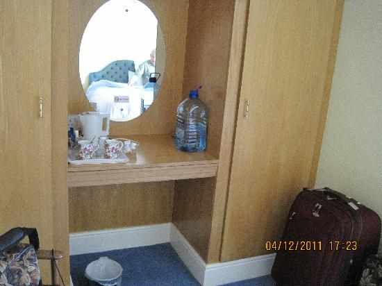 Cherbury Bed & Breakfast: Make up area in Cherbury bedroom