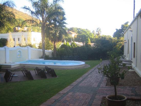 Pontac Manor Hotel : zwembad aan kamers 11-15