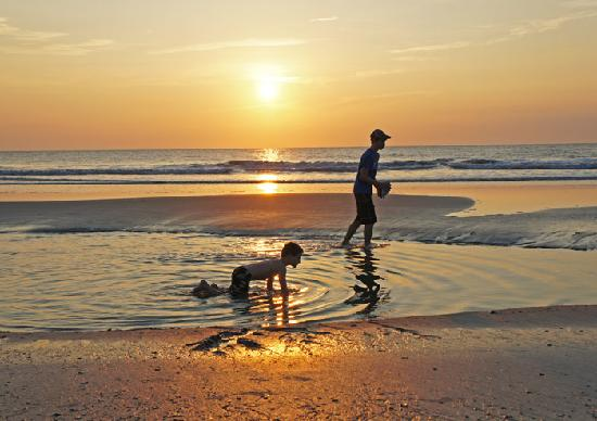 Amelia-øya, FL: Brothers in Tidal Pool Sunrise Amelia Island
