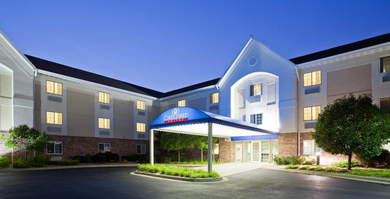 Candlewood Suites Appleton: Our Front Entrance has such a wonderful glow in the evening.