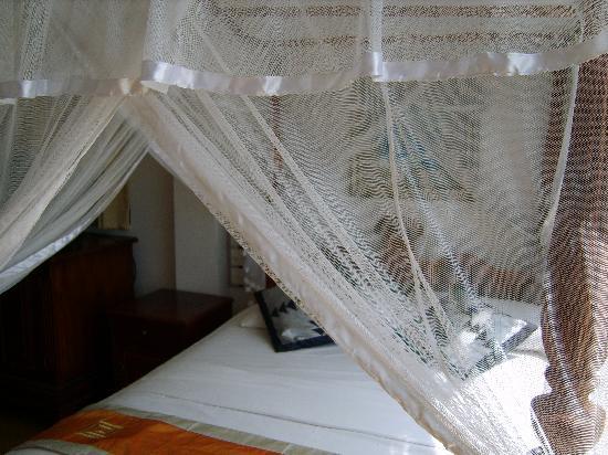 Amanda Beach Villa: The bed