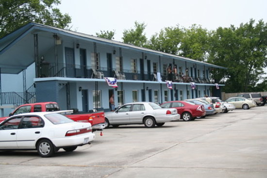 Augusta, GA: Parliament Resort (Gay Male Only)