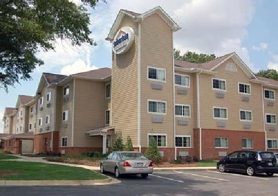 Hawthorn Suites by Wyndham Columbus Fort Benning : Suburban Extended Stay - Columbus
