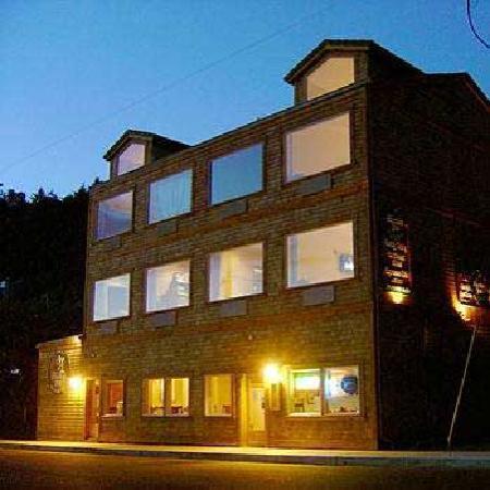 Three Arch Inn: Historic Anchor Inn and Grill