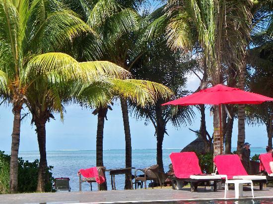 Mornea Hotel : vue sur la plage