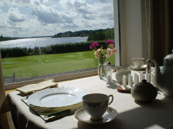 Clooncahir Lodge Bed & Breakfast: breakfast with a view