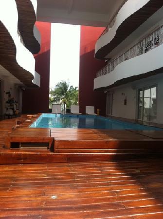 In Fashion Hotel Boutique: piscine