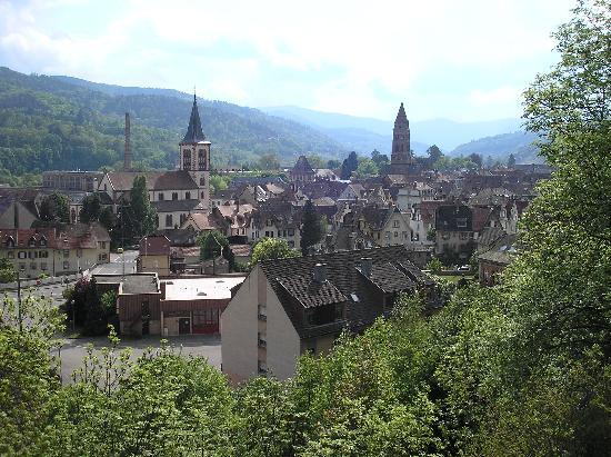 vue de munster sur la montagne face à l'hôtel