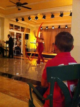 Hotel Riu Palace Tres Islas: evening entertainment