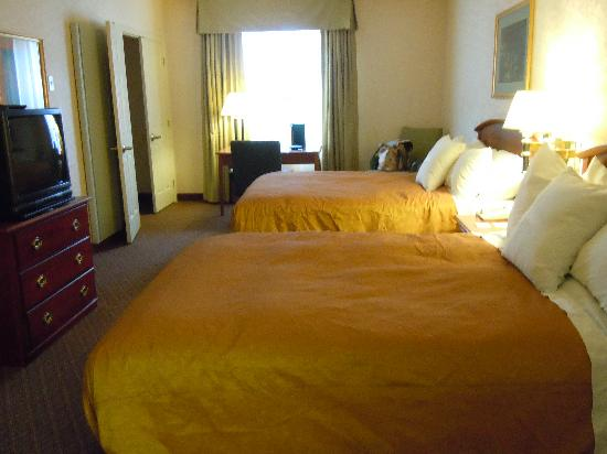Homewood Suites by Hilton Reading: adequate bedroom