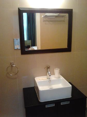โรงแรมครอมเวลล์ คราวน์: bathroom
