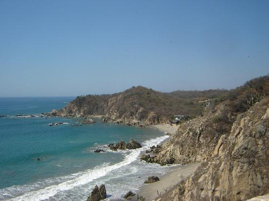 Bocana del Rio Copalita Archaeological Zone : Playa La Bocana from the lookout at the archaeological zone