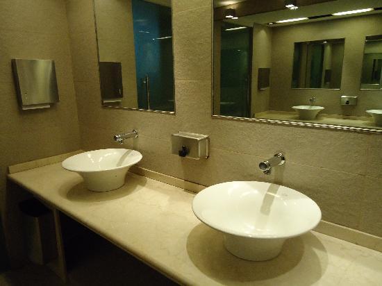 Regente Palace Hotel: Hotel Regente ,baños  de cortesia ,planta baja.