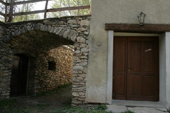 La Grangia del Courbaval: l'arco in pietra