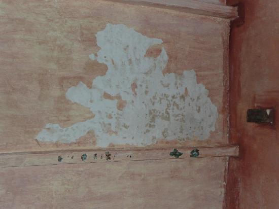 fuite d 39 eau au plafond plus de peinture picture of posada casa grande de angostura ciudad. Black Bedroom Furniture Sets. Home Design Ideas