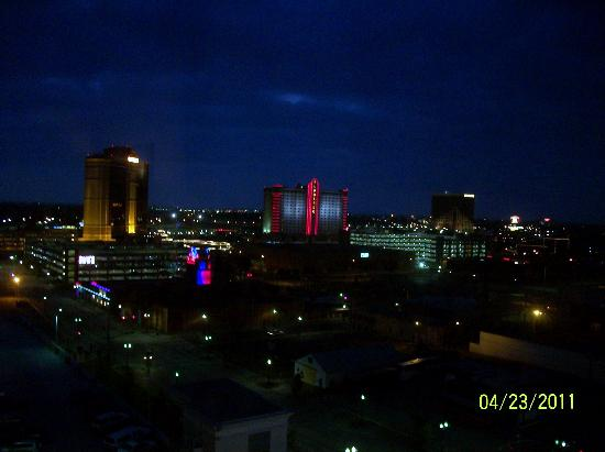 Hilton Shreveport: night view