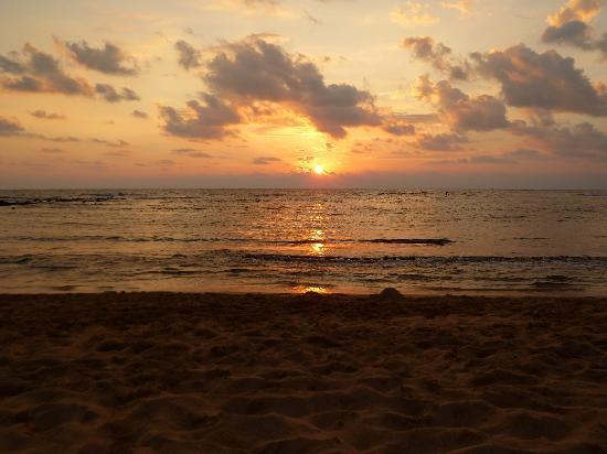 Poipu Beach Park : Sunset at Poipu Beach