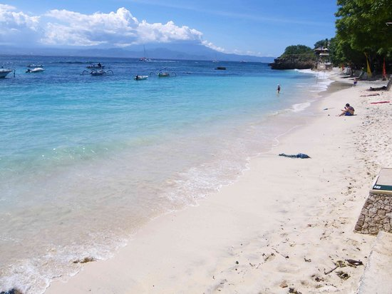Nusa Lembongan, Indonesien: Mushroom bay looking right