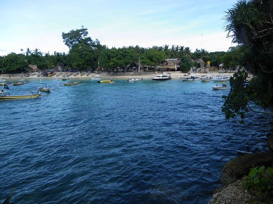 Nusa Lembongan, Indonesien: Looking back on Mushroom bay from the point