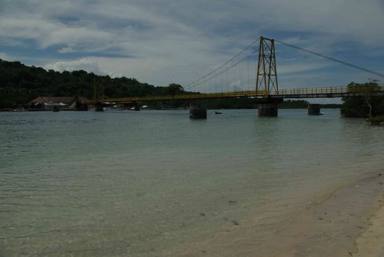 Nusa Lembongan, Indonesien: Bridge between Lembongan and Ceningan
