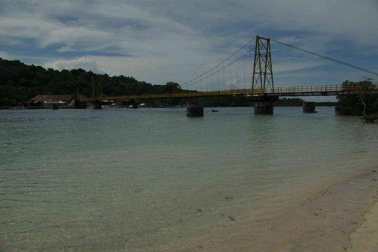 Nusa Lembongan, Indonezja: Bridge between Lembongan and Ceningan