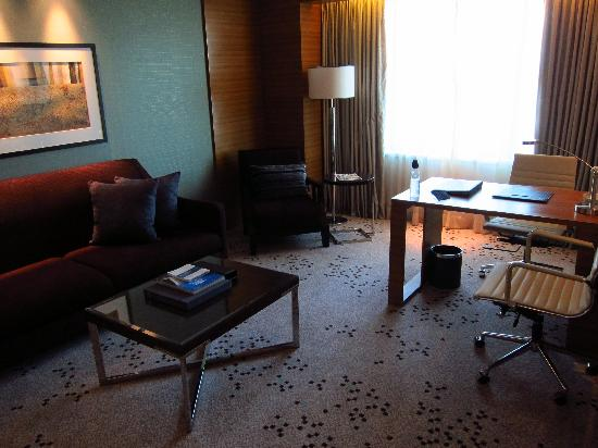 Radisson Blu Cebu: living room and work desk