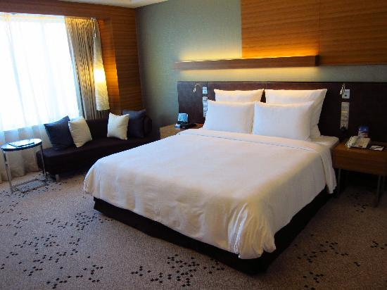 Radisson Blu Cebu: very comfortable bed with memory foam