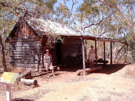 Undara Experience: House along a Walk