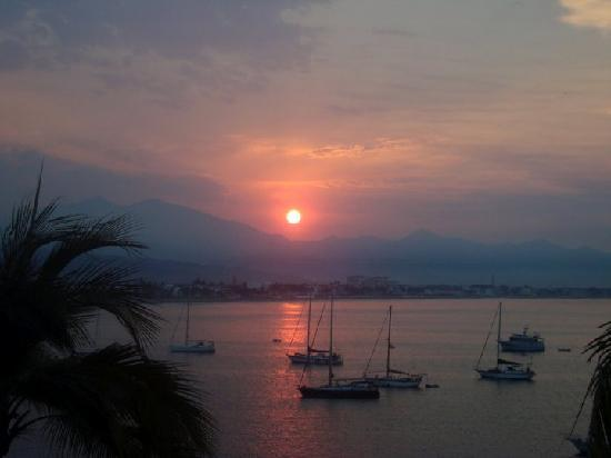 Las Hadas By Brisas: Sunrise over Manzanillo Bay