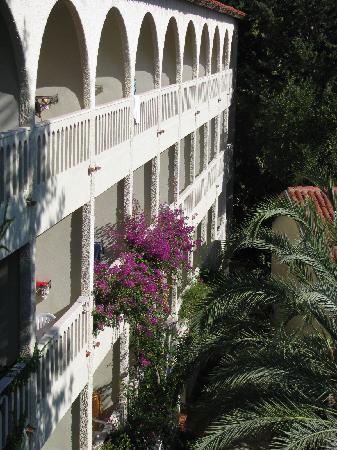 Alara Hotel : Building