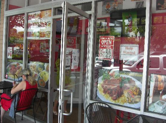 India Cafe Kailua Curry Express: 店舗前