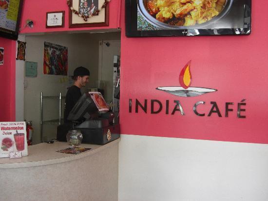 India Cafe Kailua Curry Express: 店内、テイク・アウト専門なのでシンプル&狭い