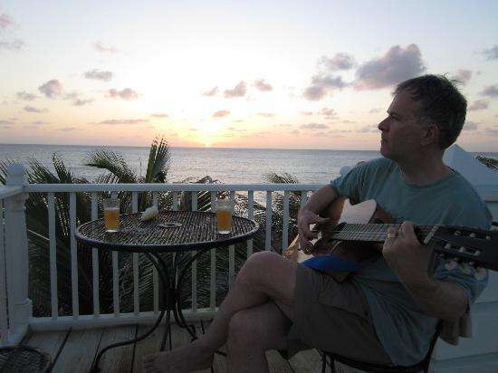 Grand Turk Inn: Mitch loaned us a guitar, there we are with our rum punch, watching the sunset from the deck