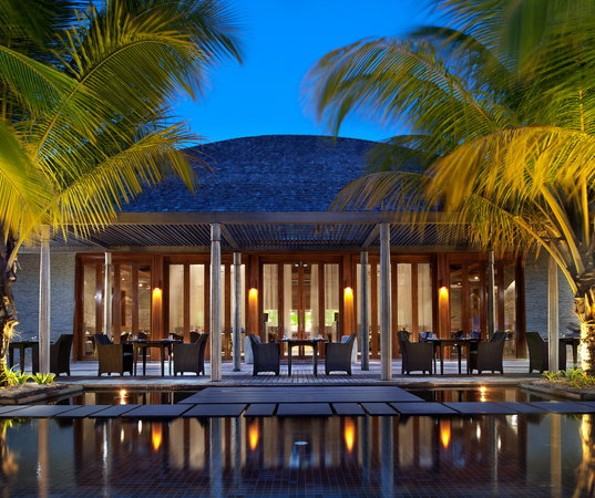 W Maldives: The Kitchen Table -All-day dining bistro