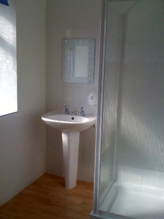 Barton Hotel: The bathroom