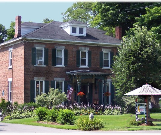 MoonStruck Manor Bed and Breakfast: MoonStruck Manor Bed & Breakfast Syracuse NY is close to  Syracuse University, Carousel Mall, sh
