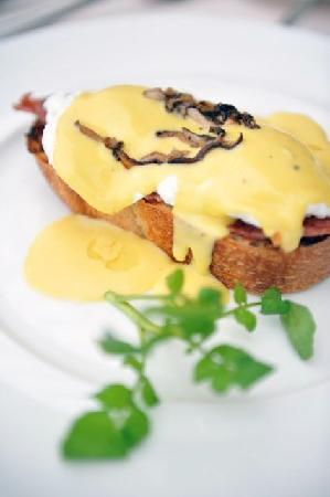 La Belle Epoque at The Luang Say Residence : The Eggs Benedict