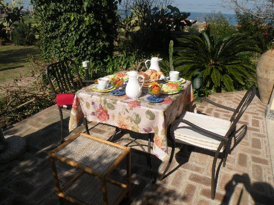 Villino Eleonora First Quality Bed and Breakfast: Gourmet Food with a beautiful View...