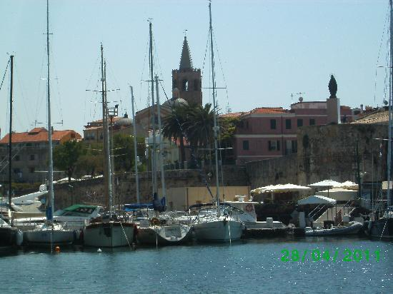Lloc d'Or B&B: Alghero old town view from a boat