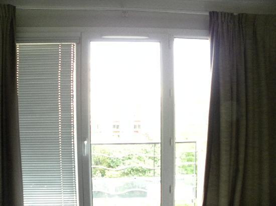 Adagio Paris Porte de Versailles : Missing blinds