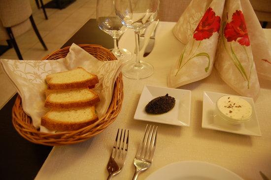 Restaurace Na Zlate krizovatce: homemade gluten-free bread