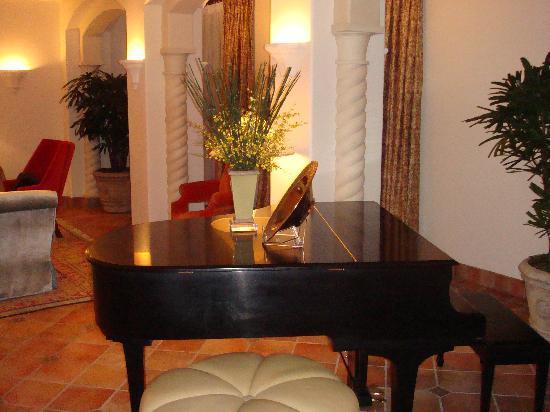 The Mansion at MGM Grand: メインリビングにあるピアノ