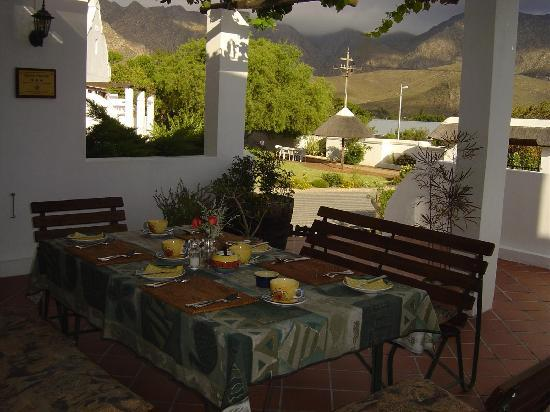 Anchorage Inn Guest House : Breakfast with a view