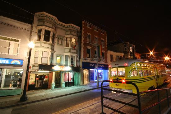 Inn on Castro: The trams stop which is a 100 metre walk from The Inn