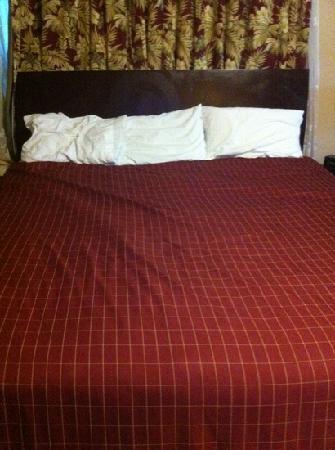 The Garden Villas: bed