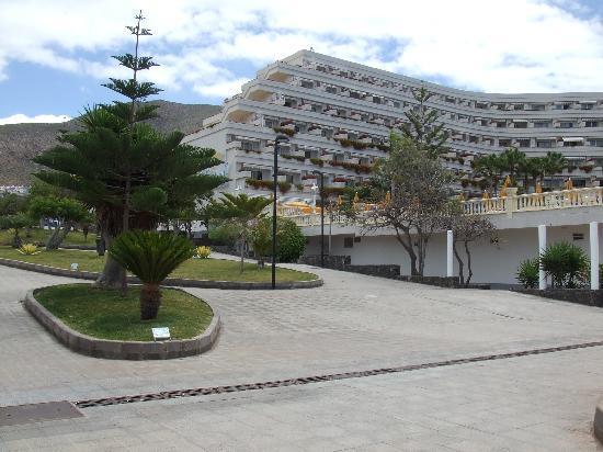 Spring Arona Gran Hotel: Arona Gran from promenade