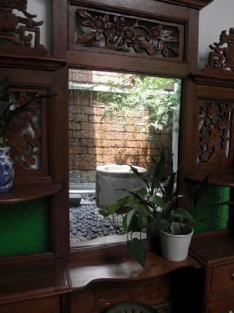 Courtyard @ Heeren Boutique Hotel: Courtyard reflections