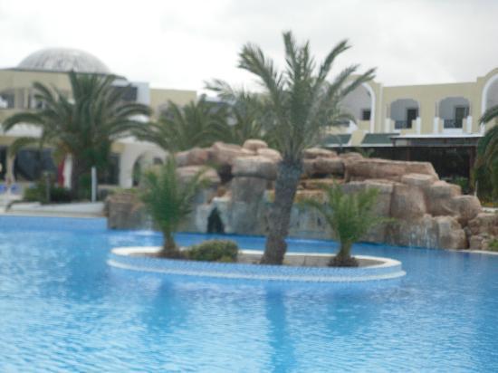 Djerba Holiday Beach : Piscine extérieure de l'hôtel